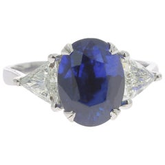 5.48 Carat Violetish-Blue Sapphire Cocktail Ring Set with 2 Triangles Diamond