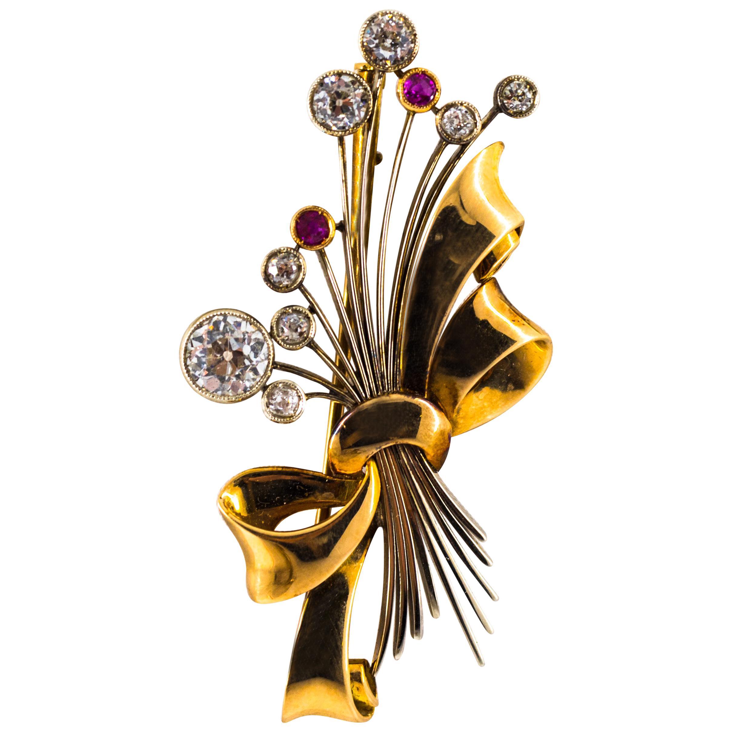 Art Nouveau 1.85 Carat White Diamond 0.15 Carat Ruby Yellow Gold Brooch