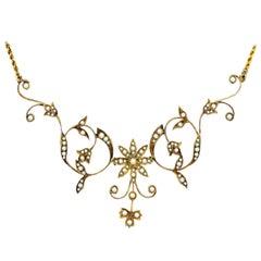 Splendid Antique Edwardian 14 Karat Yellow Gold Pearl Floral Necklace