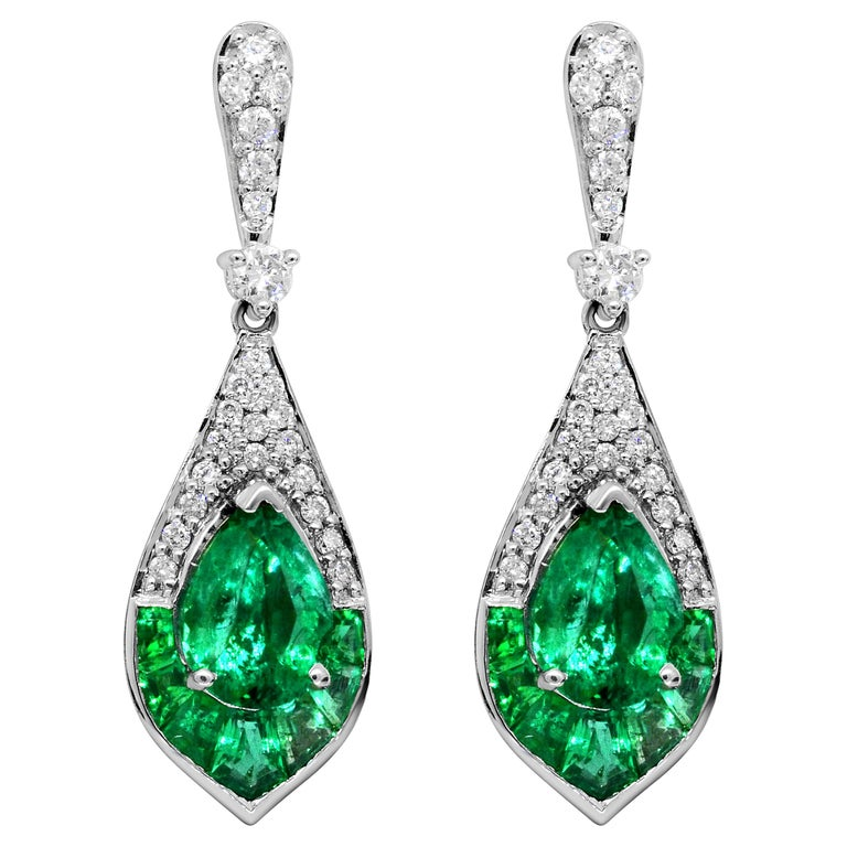 1.15 Carat Pear Emerald and Diamond 14 Karat White Gold Drop Earrings For Sale