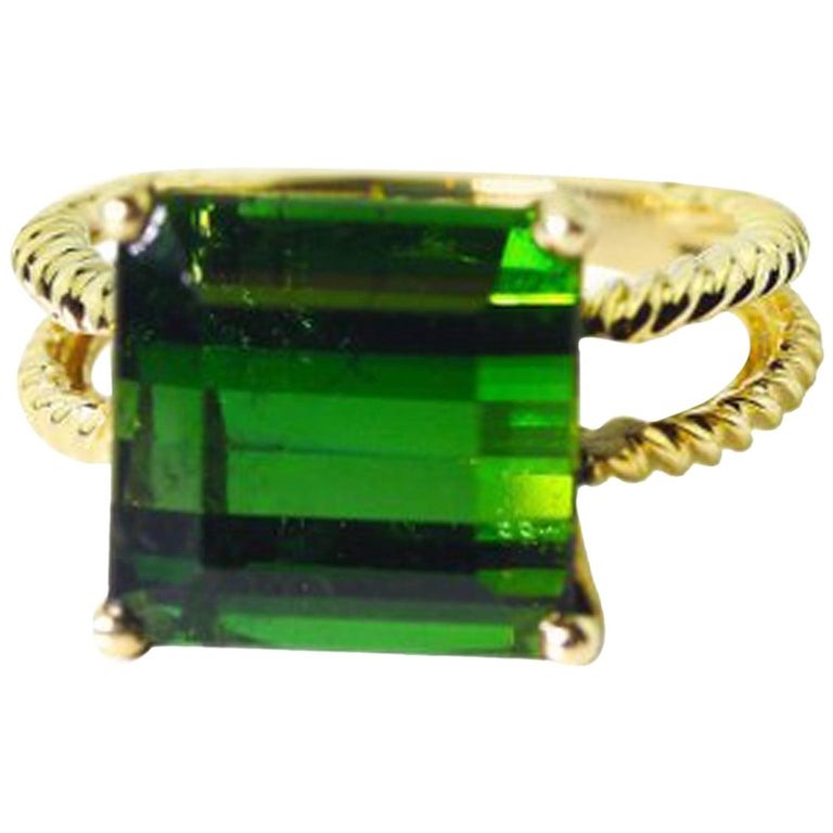 Gemjunky Translucent 10.96 Cts Glittering Green Tourmaline 14Kt Yellow Gold Ring For Sale