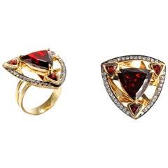 RING 18 Karat Yellow Gold with 8.55 Carat Garnet & White Diamonds