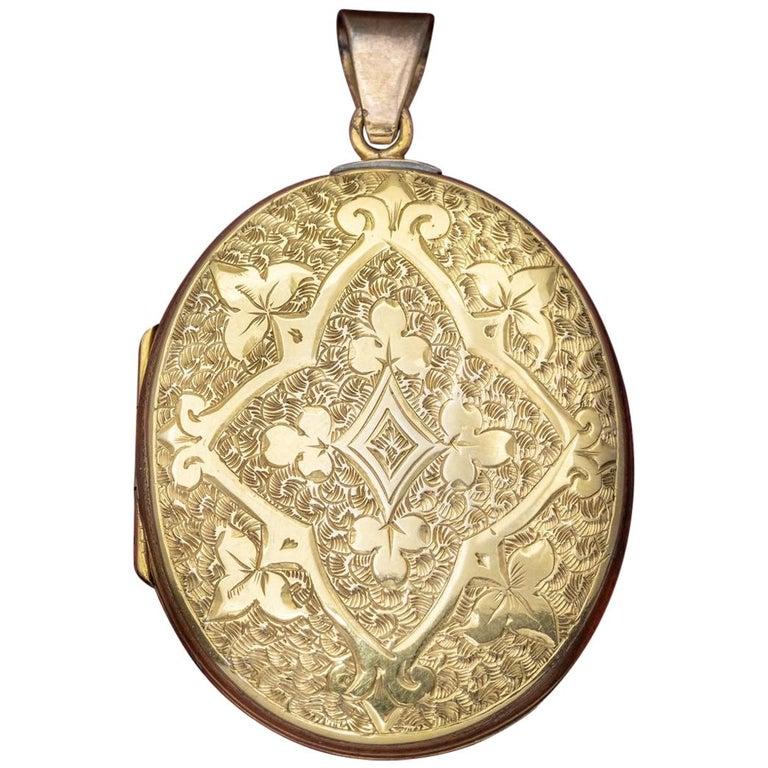 Antique Victorian Engraved 18 Carat Gold, circa 1880 Locket For Sale