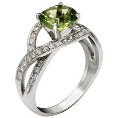 Elipso 2 Carat Peridot Engagement Ring with Diamonds 0.59 Carat
