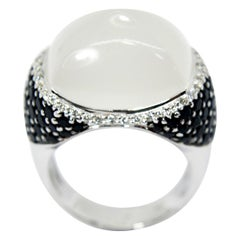 Pradera 18kt white gold Ring w/ Black & white  Dimonds & central 12ct Moon Stone