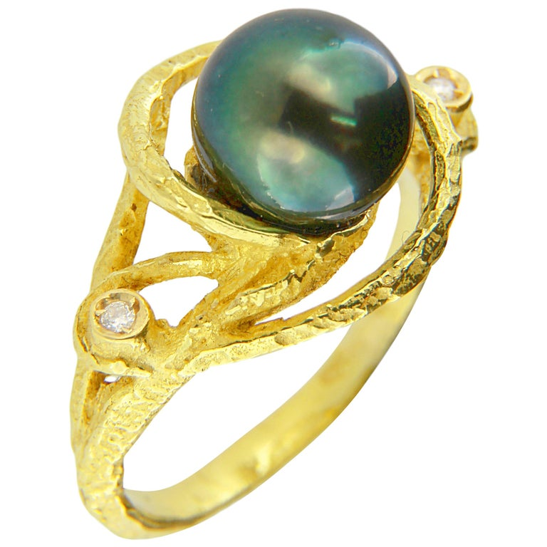 Sacchi Tahitian Black Pearl and Diamonds 18 Karat Yellow Gold Cocktail Ring For Sale