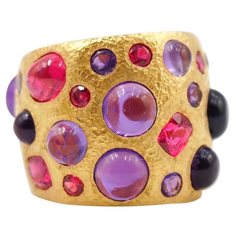 Scrives Spinel Amethyst Cabochons 22 Karat Gold Hammered Ring For Sale