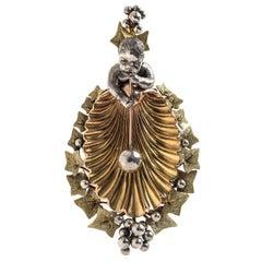 18 Karat Gold 1875 Antique Child Bubbles Glassblower Ivy Scallop Locket Pendant