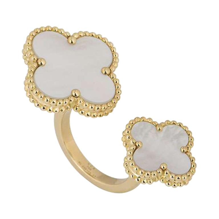 Magic Alhambra Between the Finger Ring