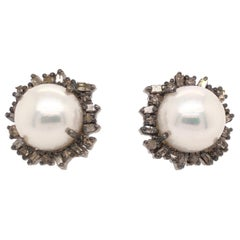 Vincent Peach Episodic Weekender Fresh Water Pearl Stud Earrings