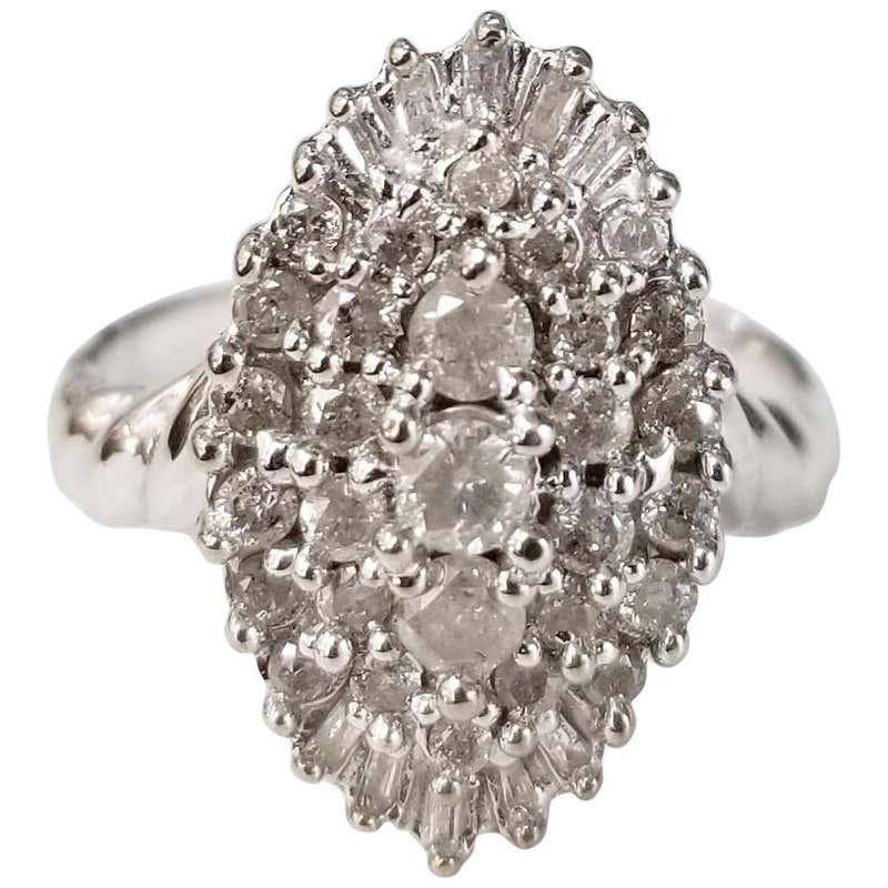 Luxury Stunning Pear Shaped Diamond Ring with White