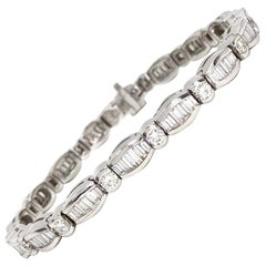 18 Karat White Gold Round and Baguette Diamond Tennis Bracelet