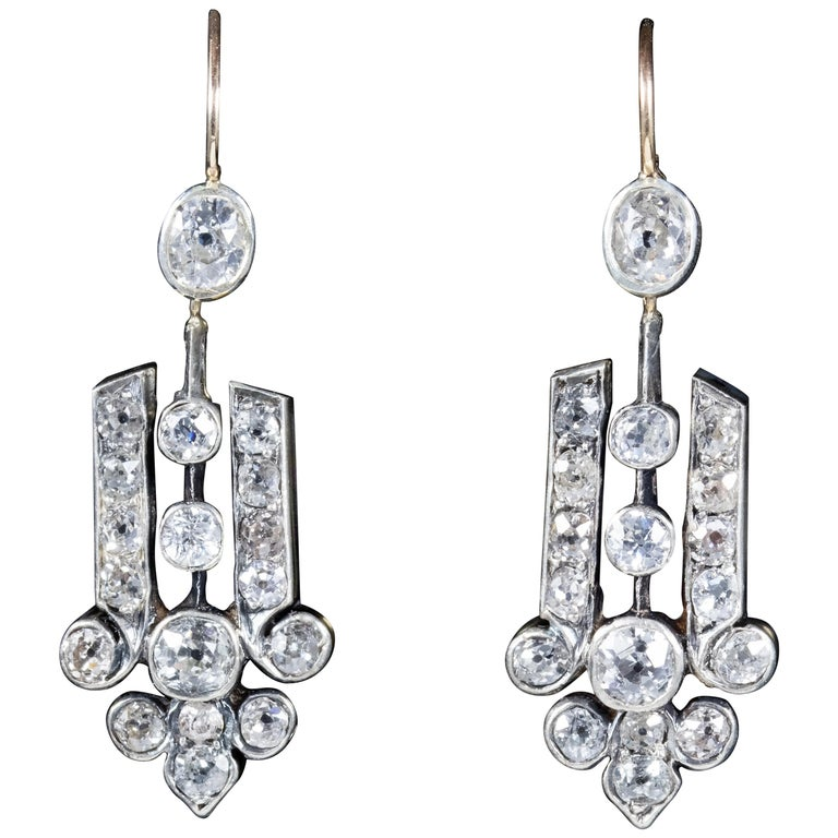 Art Deco Diamond 18 Carat Gold, circa 1920 Drop Earrings For Sale