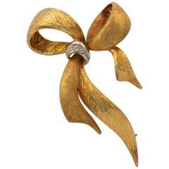 Diamond Ribbon Bow Brooch 18 Karat Gold circa 1970s Vintage