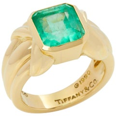Tiffany & Co. 18 Karat Yellow Gold Colombian Emerald Cocktail Ring