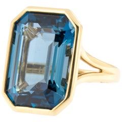 Goshwara Gossip 18 Karat Yellow Gold Blue Topaz Cocktail Ring
