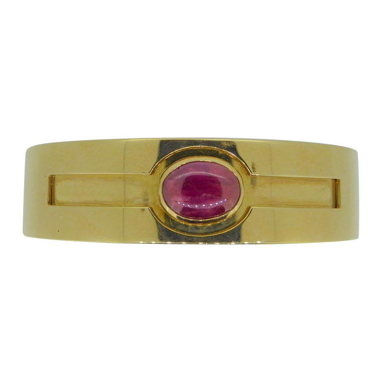 Bulgari Cabochon Ruby and 18 Carat Yellow Gold Hinged Bracelet Bangle For Sale