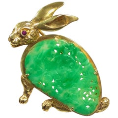 Vintage Yellow Gold and Carved Jade Bunny Rabbit Brooch