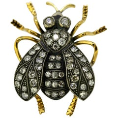 Vintage 18 Karat Yellow Gold Brooch in the Shape of a Bee with Diamonds