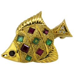 Vintage 18 Karat Gold Brooch/Pendant in the Shape of a Fish, circa 1970s
