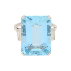 Art Deco 17 Carat Aquamarine and Diamond Cocktail Ring in Platinum