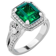Garrard 18 Karat White Gold Gubelin Certified 3.03ct Emerald Cocktail Ring