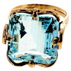 11.75 Carat Unique Aquamarine Gold Ring