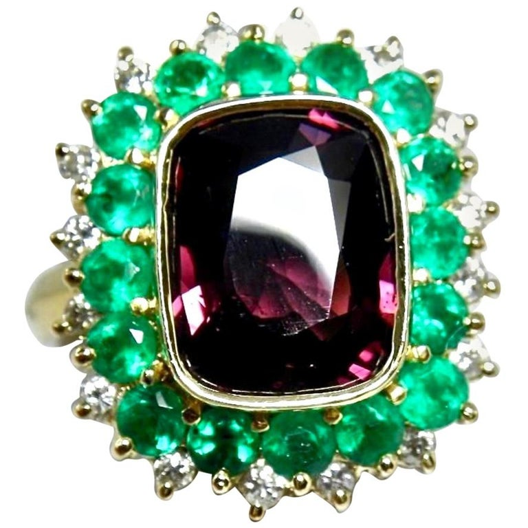 7.55 Carat Fine Spinel Emerald Diamond Cocktail Ring 18 Karart For Sale