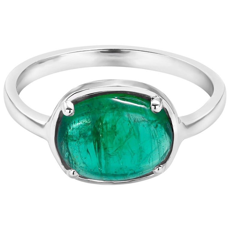 Contemporary Cabochon Emerald 18 Karat White Gold Cocktail Ring For Sale