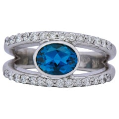 Contemporary 2.14 Carat Blue Topaz 14 Karat White Gold Fashion Ring