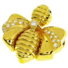 Chaumet Diamond Sapphire 18 Karat Yellow Gold Bee Brooch
