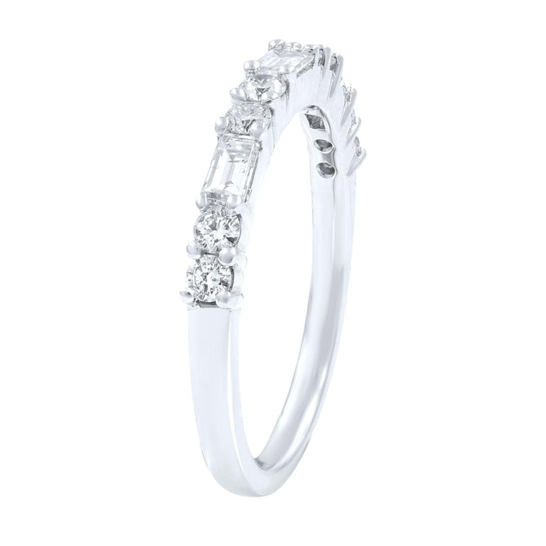 18K White Gold Round And Baguette Cut Shared Prong Diamond Wedding Band Ring For Sale
