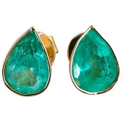 6.00 Carat Pear Cut Colombian Emerald Stud Earrings 18 Karat Yellow Gold