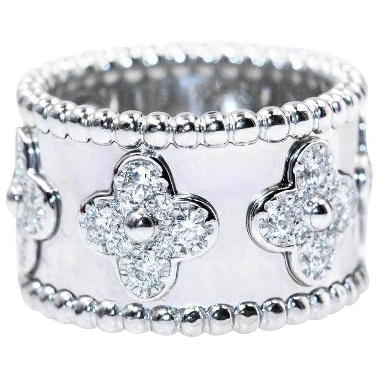 Van Cleef & Arpels Perlee Clover 18Kt White Gold large Model Ring Round Diamonds