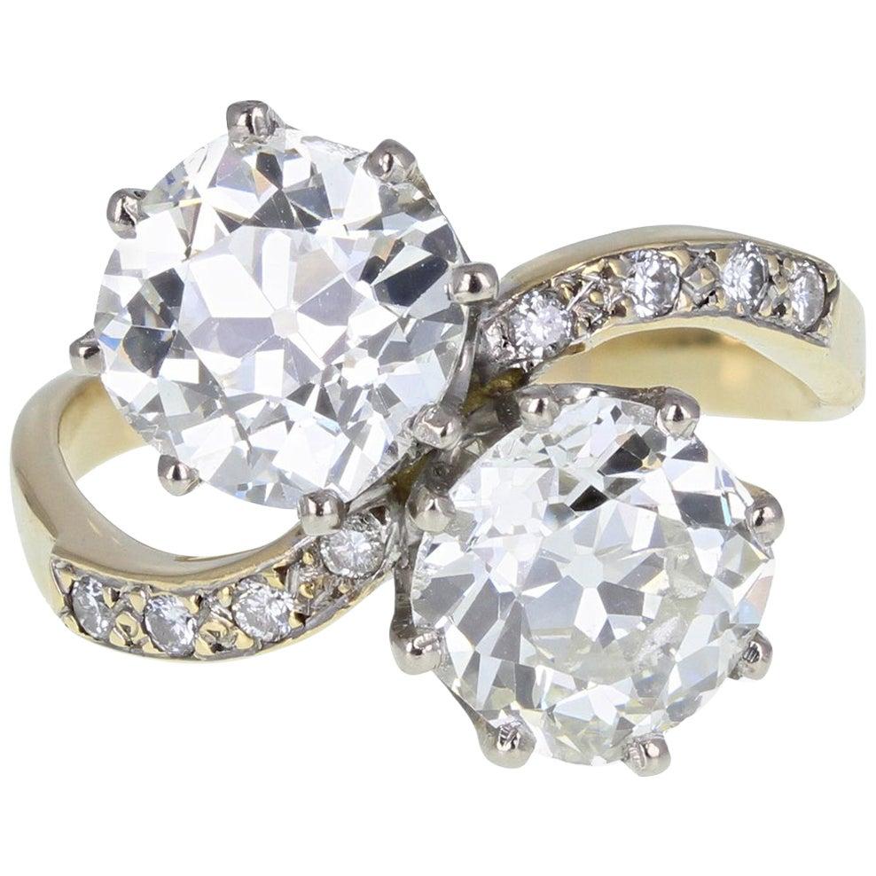 1930s 18 Carat Gold Cushion-Cut Diamond Two Stone 'Toi et Moi' Engagement Ring