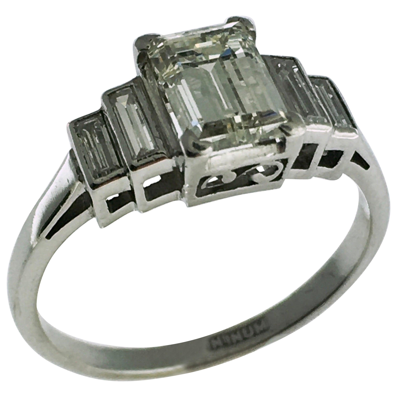 Ring, Platinum, Five-Stone Emerald Cut Diamond Engagement Ring, 0,90 carat