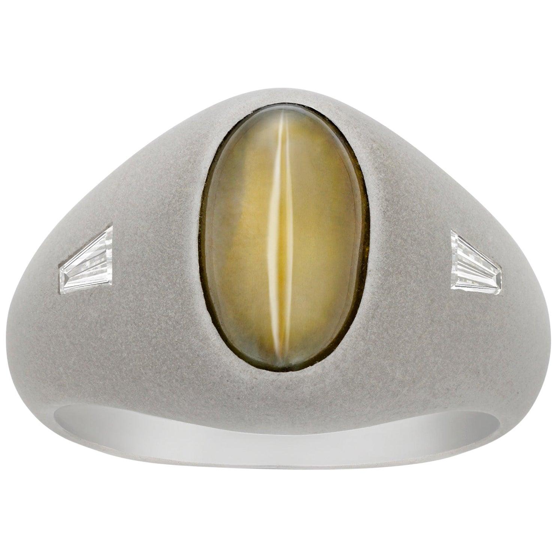 Cat's Eye Chrysoberyl and Baguette Diamond Ring