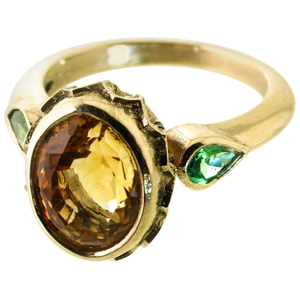 Potent Allure Ring in 9 Karat Yellow Gold, Citrine and Green Garnets