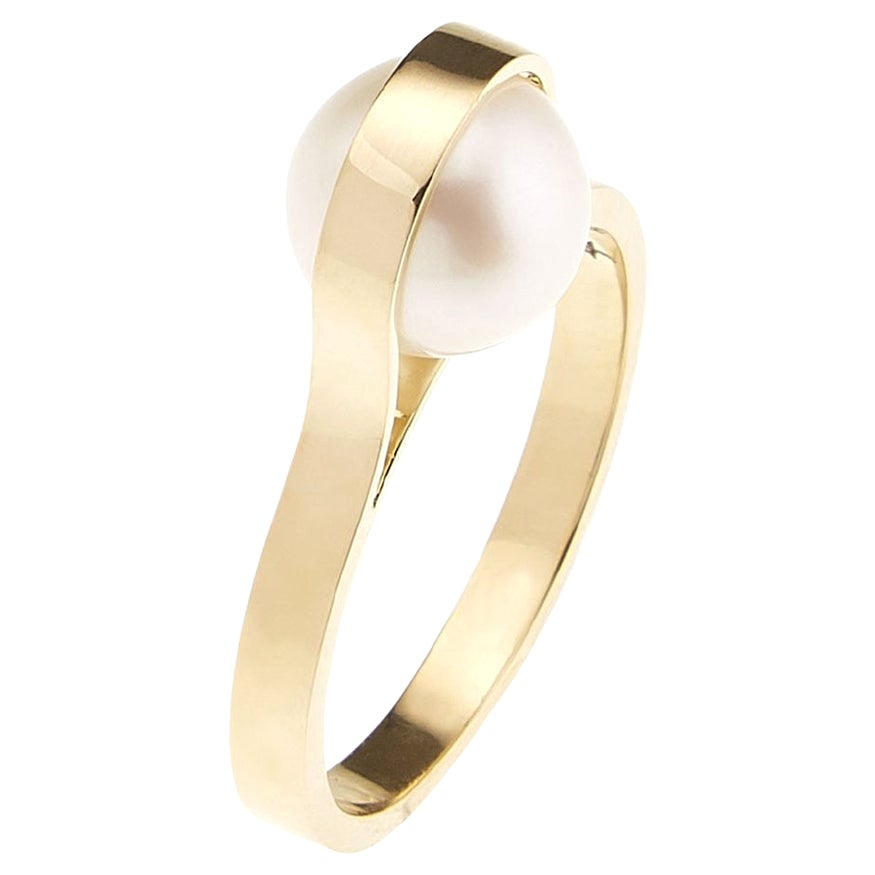 Nathalie Jean Contemporary Japanese Cultured Pearl 18 Karat Yellow Gold Ring
