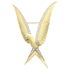 1.62 Carat Diamond and Yellow Gold Dove Brooch