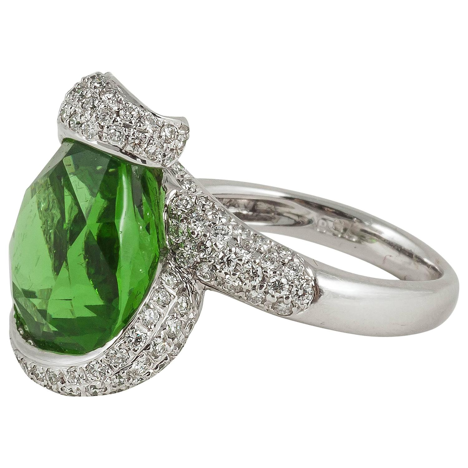 Pear shaped Tsavorite Diamond Gold ring For Sale at 1stdibs