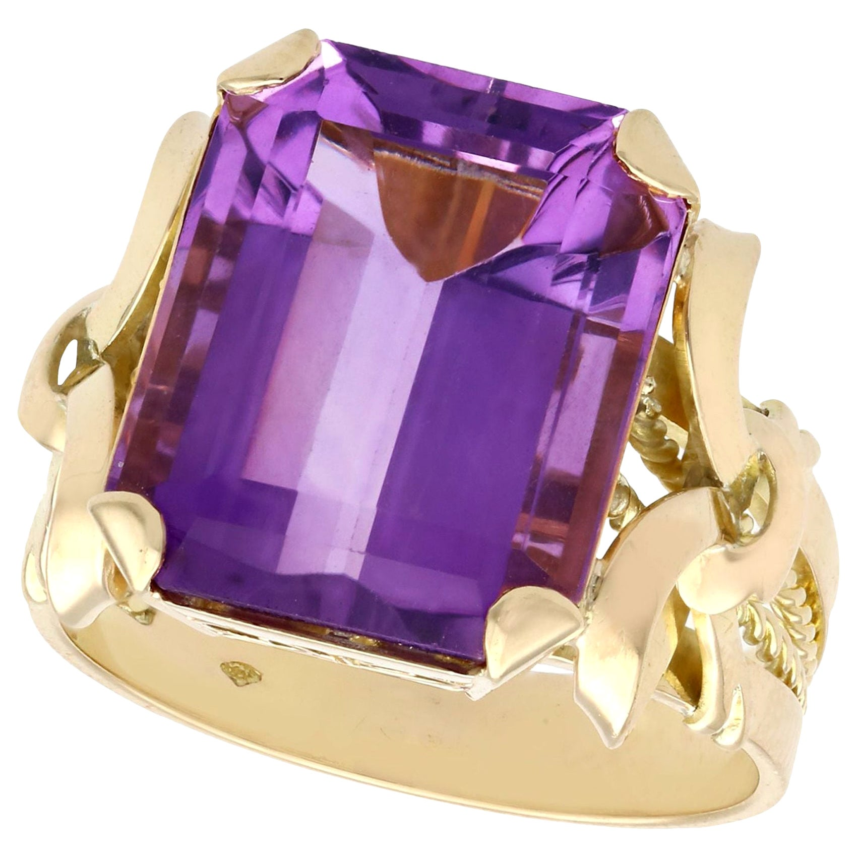 1940s 11.34 Carat Amethyst Yellow Gold Cocktail Ring