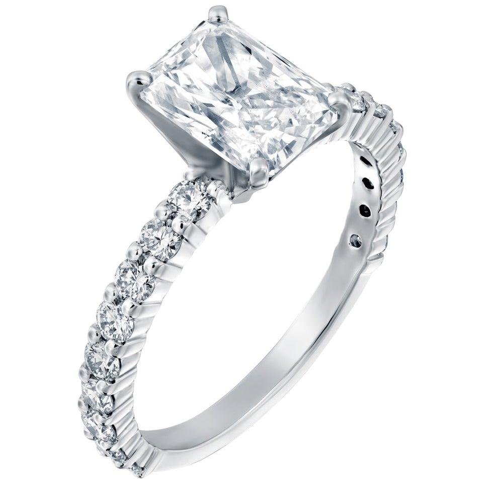 1.90 Carat Radiant Cut Diamond Ring, 18 Karat White Gold Classic Engagement Ring
