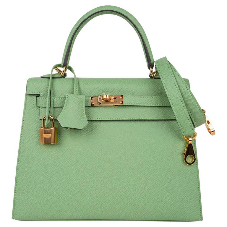 Hermes Kelly Sellier 25 Bag Vert Criquet Epsom Leather Gold Hardware  For Sale