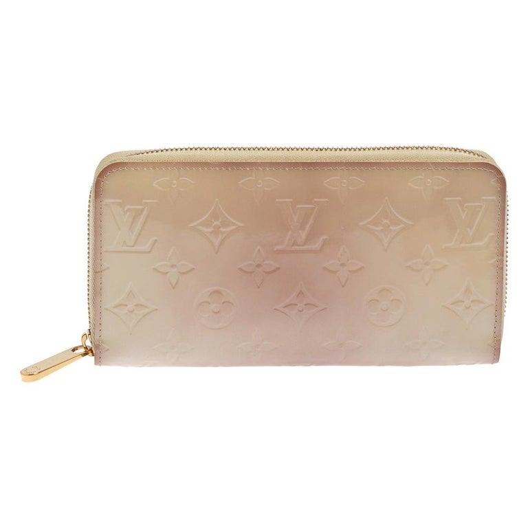 Louis Vuitton Cream White Monogram Vernis Zippy Wallet For Sale