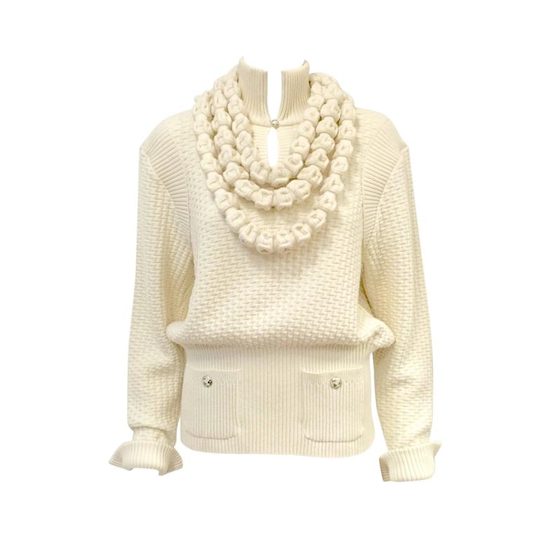 Chanel 100% Ivory Wool Pullover Sweater With Triple Strand Necklace For Sale
