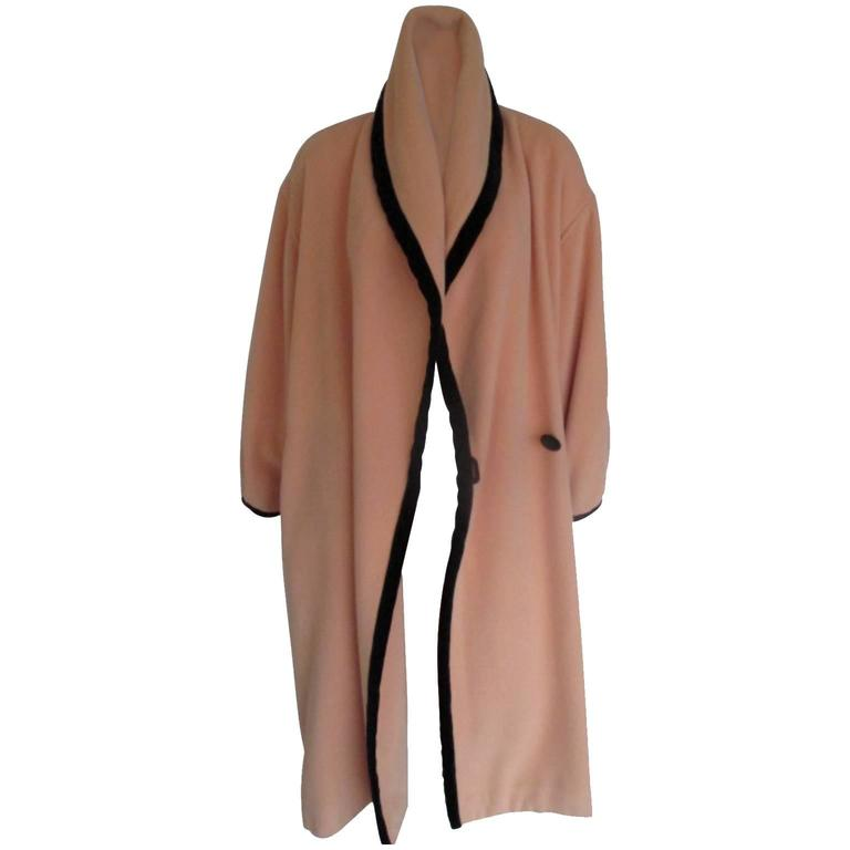 The bright Georgia Peach colour makes it great to wear at any occasion and the solid body colour shows off the high-end fabrication of this piece. The welt pockets and heavy notched lapels give this coat strong, clean and organics lines that float around the body in a flattering silhouette.