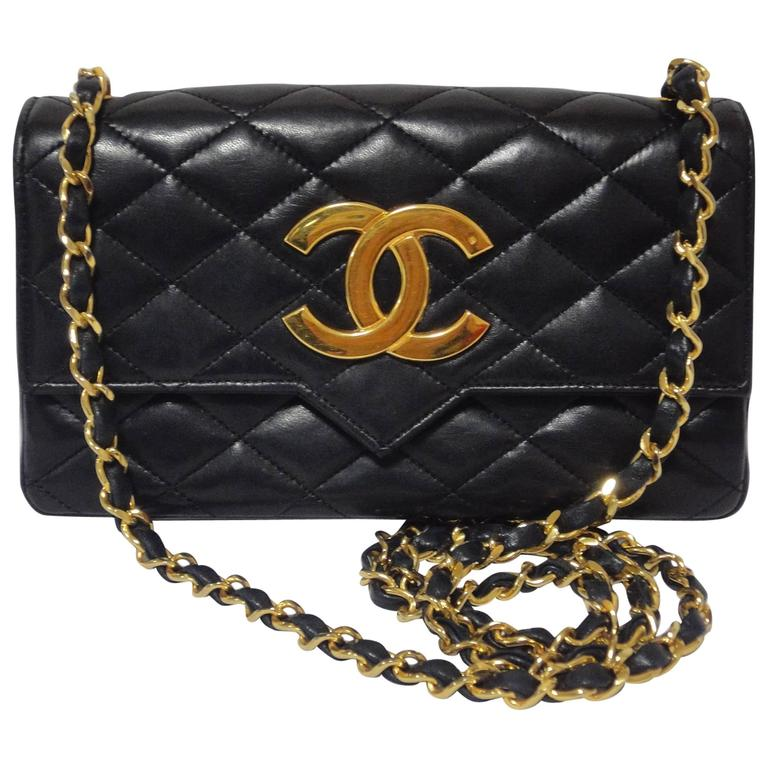 MINT. 80's vintage CHANEL black lambskin chain shoulder bag with golden large CC For Sale