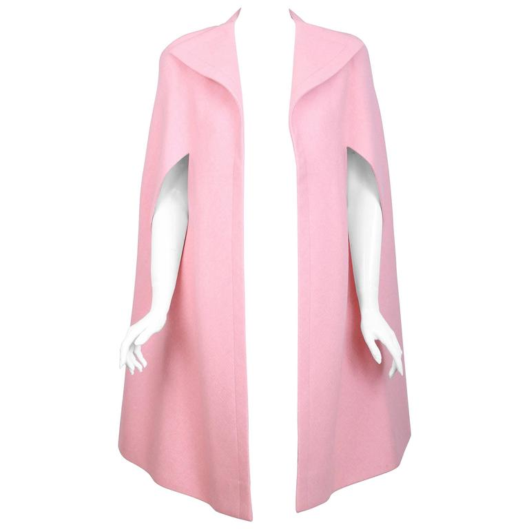 Vintage Pauline Trigere Light Pink Wool Cape w/Abstract Flower Print Lining For Sale
