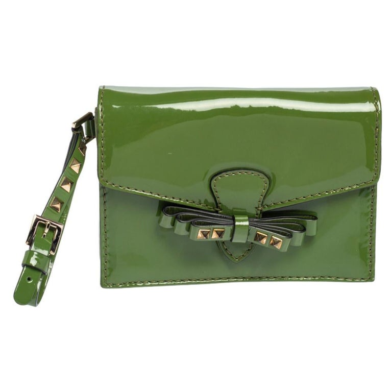 Valentino Green Patent Leather Rockstud Bow Wristlet Clutch For Sale